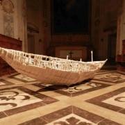 Barca di migranti in chiesa