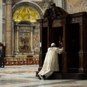 Papa francesco si confessa