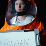Amy Adams in una scena di Arrival