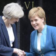 Theresa May e Nicola Sturgeon