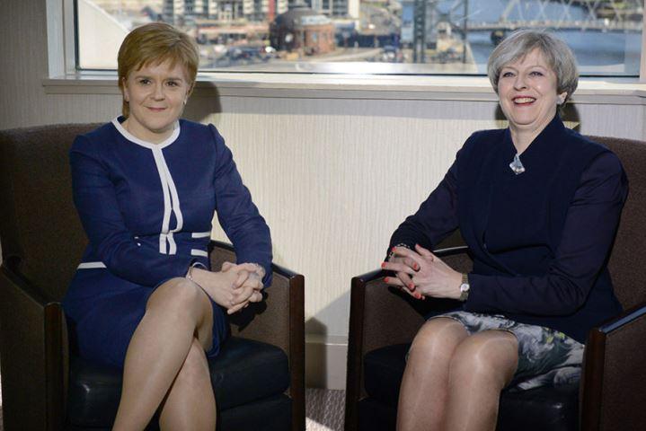 Theresa May annuncia le elezioni per l'8 giugno