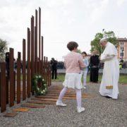 Francesco ha accettato l'invito del vescovo di Carpi