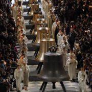 La cattedrale Notre-Dame di Parigi riceve un nuovo assetto di campane in occasione del suo 850mo anniversario (2013)