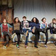 Giovani che danzano