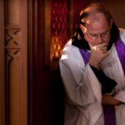 prete in confessionale
