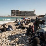 «aiutare i migranti a casa loro»
