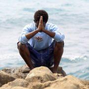 Migrante in preghiera