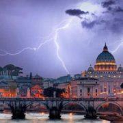 La Chiesa cattolica vive una crisi strutturale