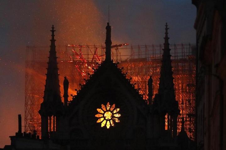 Notre Dame, una fortuna per Macron. Il presidente rimbalza nei sondaggi