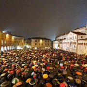 Flash-mob delle Sardine a Modena
